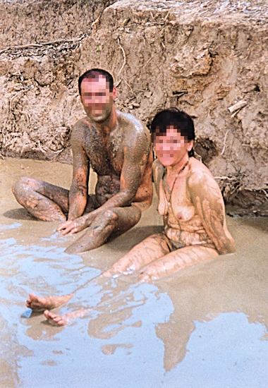 women-mud-naked