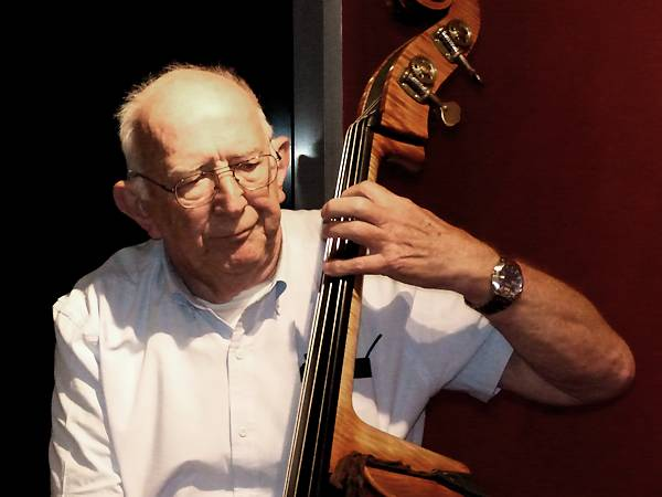 Visiting from NSW, well-known double bass player Tony Buckley, thrilled us with his solos. (Nov.)